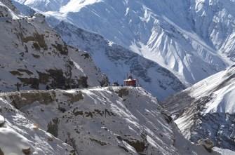 A car stuck on an incline, as other vehicles wait near a temple; Photo: Abhinav Kaushal