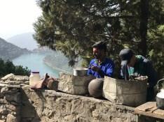 A road side tea stall that serves more than just tea; Photo: Abhinav Kaushal