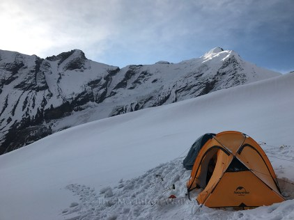 Camping in snow during high-altitude trekking or mountaineering expedition; Photo: Swarjit Samajpati