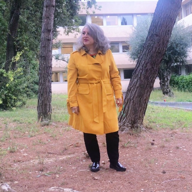 50 ans, Mode, orange, tendances, idee look, trench, cache cache, Fashion, quinqua, vitamine, trench-coat,