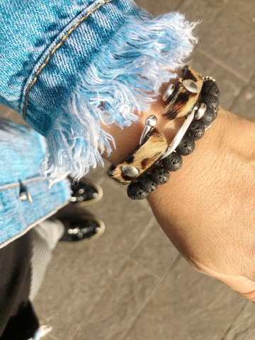 50 ans, bijoux, bracelet, lesbeautesmajuscules, teambeautesmajuscules, tendances, quinqua, ligne D, ligneD, bijoux fantaisie, idee look, Fashion, Mode, Beautytube, Beaute, beauty, makeup, youtube, lesbeautesmajuscules, Nicole Tonnelle, 50ans, ligne D, bijoux en argent,