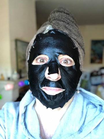 beauty, makeup, quinqua, Beauté, masque au charbon, lidl, action, beautea, maskchallengeunecitadine, makeupgeek, masque en bambou, blogueusedusud, cheveuxgris, mask, masque, silverhair, silversisters,