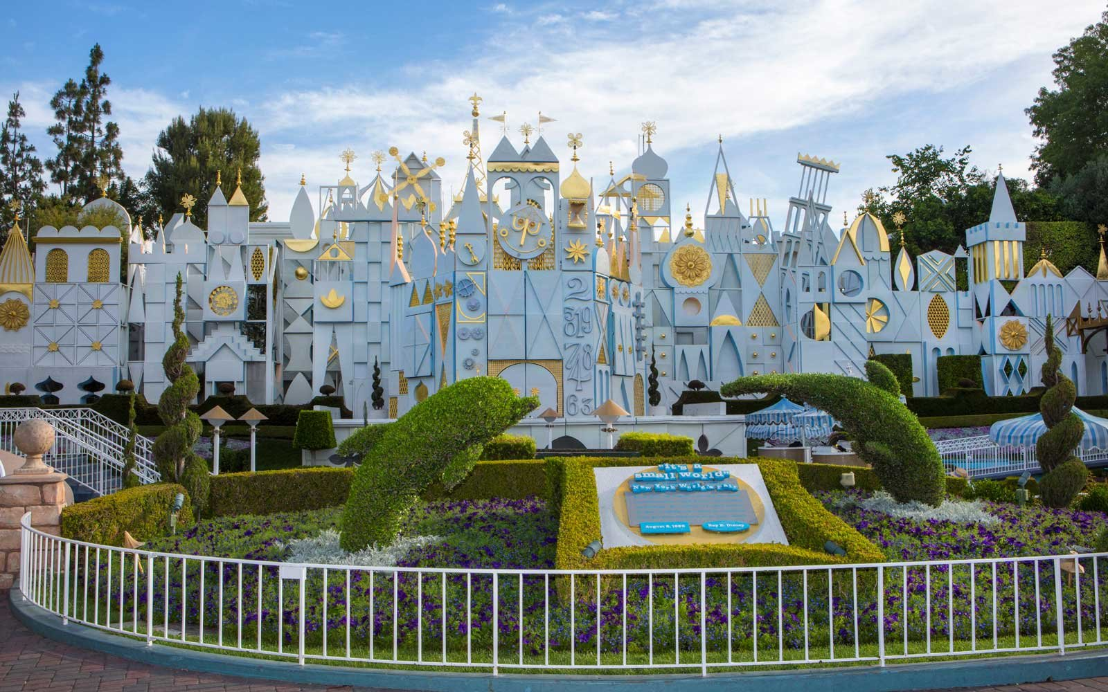 """Featured image for """"Tips to Make Your Disney Trip with a Child a Breeze"""""""