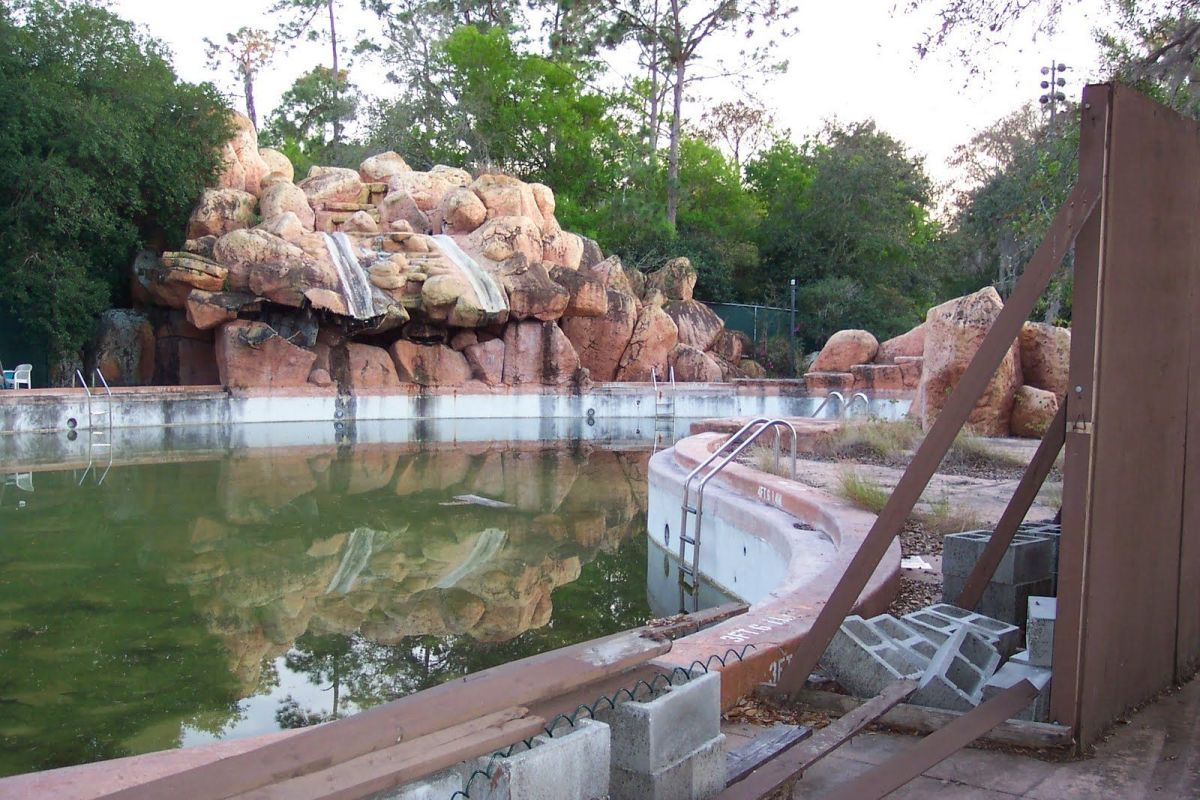 River Country pool abandoned and full of green water.