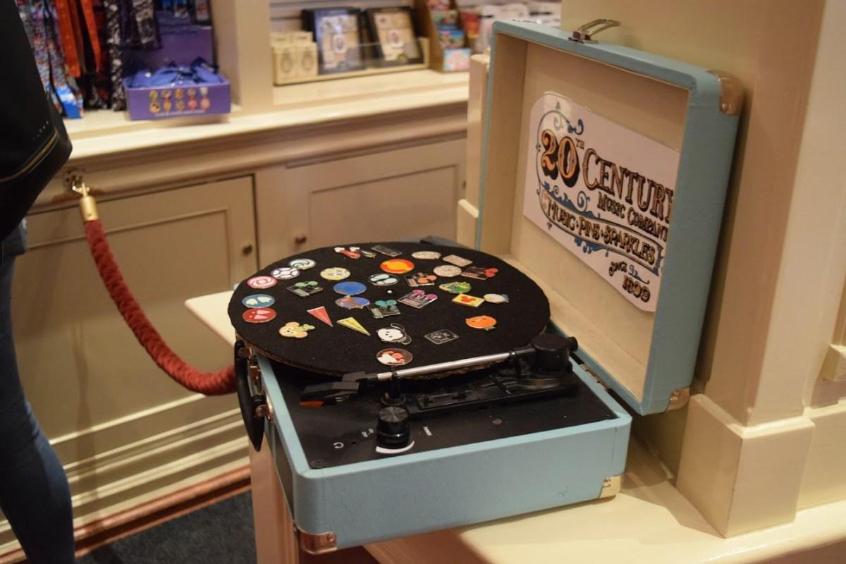 Pin Board Record Player Disneyland