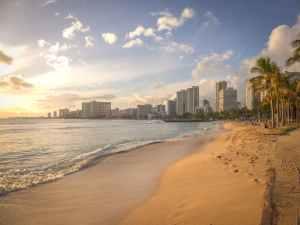 Beach view of Honolulu.