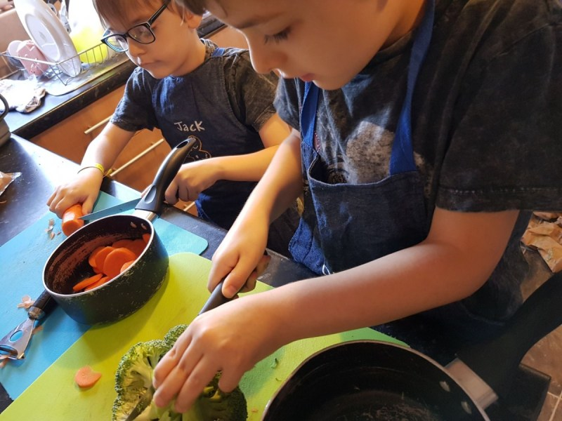 children preparing broccoli and carrots
