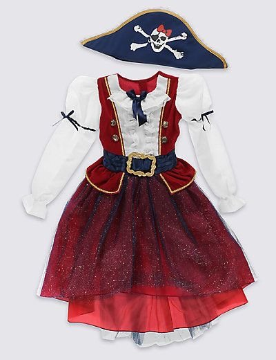 Halloween costume: pirate girl