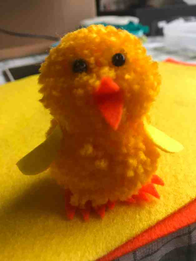 Kids Easter Craft | Quick & Easy Easter Chick You Can Make In Less Than 30 Minutes | Easy Easter Craft | Easter Activities | Pom Pom Craft | Crafts To Make and Sell | Via: https://themummyfront.com #themummyfront.com #easterchick #eastercraft #eastercraftsforkids #easteractivities #easycrafts #craftstosell #easter