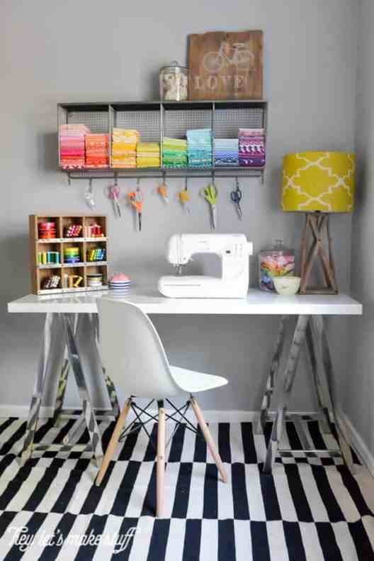 Small Home Office Ideas That Will Make You Want to Work Overtime #cozyofficenook #smallhomeofficeinspiration #officedesk #craftroom