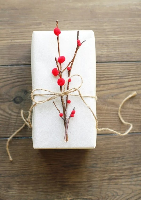 Christmas Gift Wrapping Ideas You'll Definitely Want To Try | No Fancy Gift Wrapping Techniques Required For These Stunning Present Wrapping Ideas | Christmas Gifts | Via https://themummyfront.com | Elegant Gift Wrapping | Gift Wrapping | #christmas #diychristmaswrapping #christmasgiftwrappingideas #christmasgifts #themummyfront.com #festivewrapping