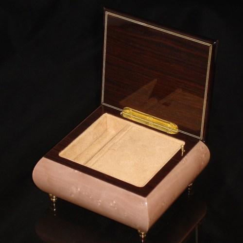Italian Jewelry Box Light Pink 17CF opened