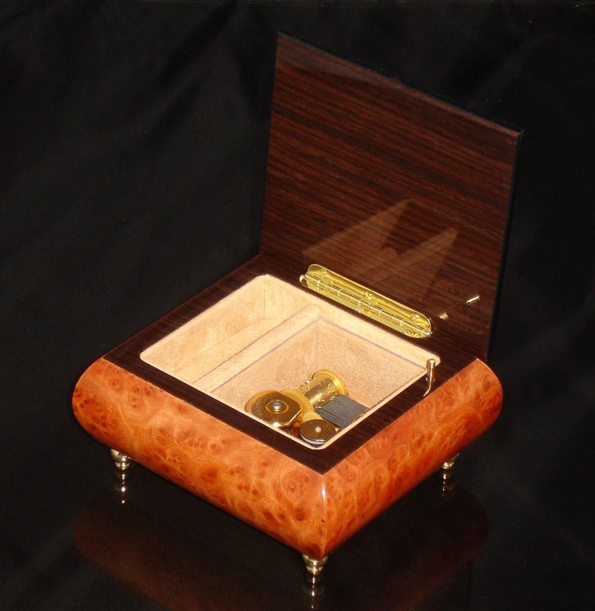 17CO Burl Elm Italian Jewelry box opened no cover