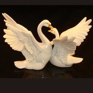Lenox Swans Figurine back view