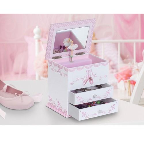 Angel-Musical-Jewelry-box-display