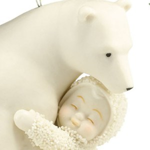 Snowbaby-Bear-Hug-ornament-close-up