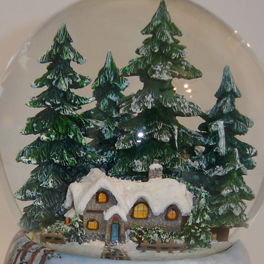 Winter-Cabin-Snow-Globe-close-up