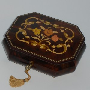 Italian-Inlay-Musical-Jewelry-Box-Walnut-Octagon