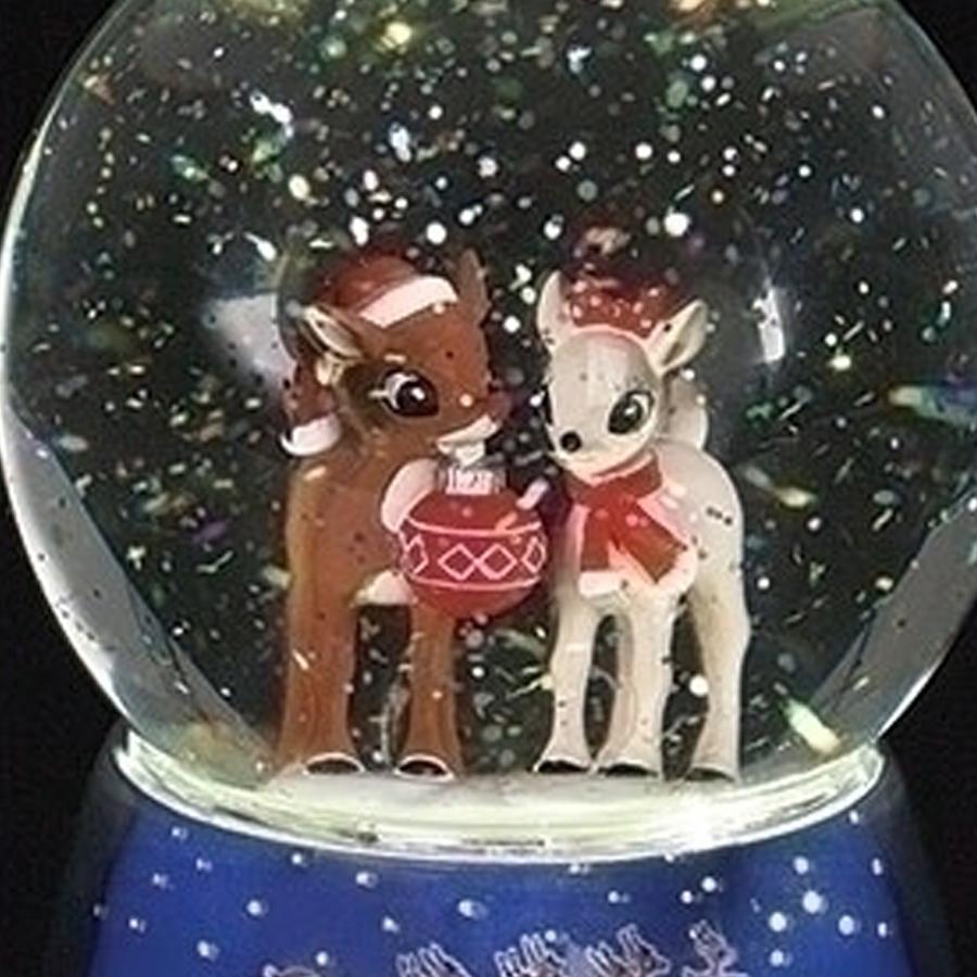 Rudolph-Lighted-Snow-Globe-close-up