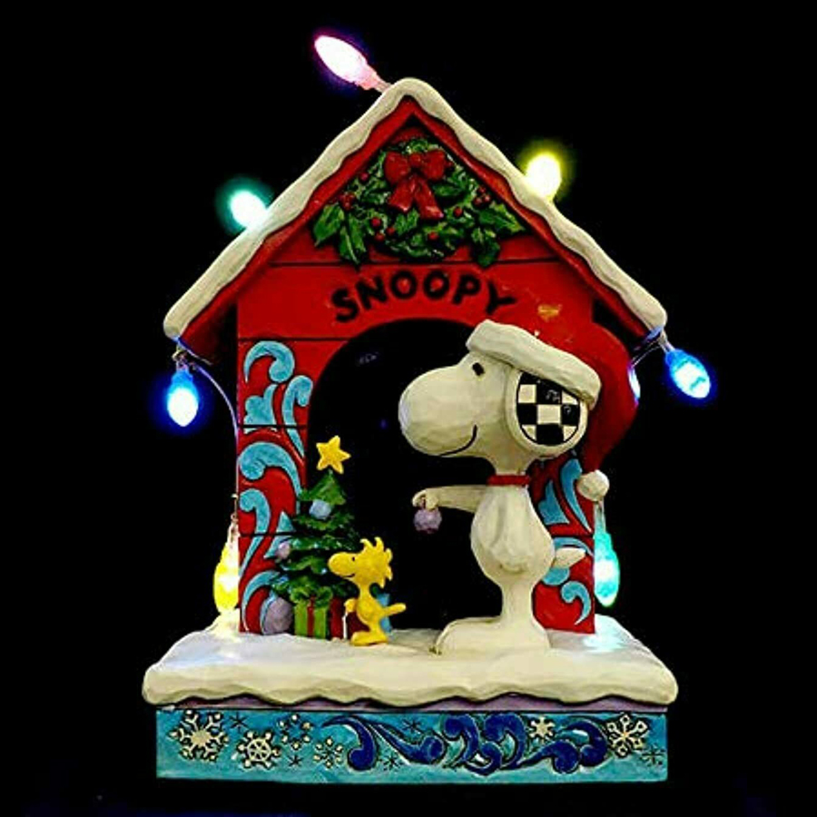 Snoopy-Dog-House-lit-up