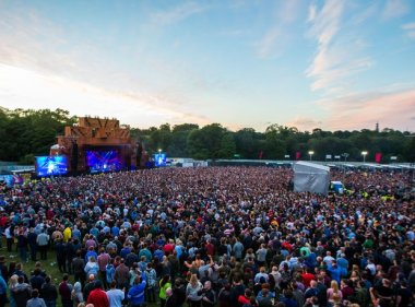courteeners-at-heaton-park-13-1433593651-view-0