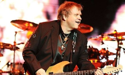 Meat Loaf collapses on stage