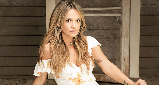 Carly Pearce breaks Top 10 with debut single