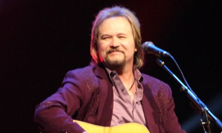 Travis Tritt gets intimate at acoustic show in Bakersfield