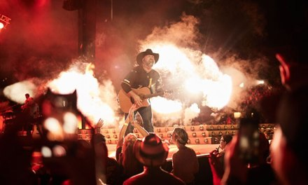 Garth Brooks performs to largest crowd at Pittsburgh's Heinz Field