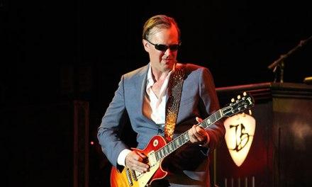 Joe Bonamassa keeps blues alive in Bakersfield