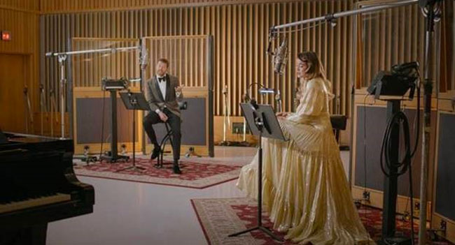 Brett Eldredge, Sofia Reyes release Latin Christmas single