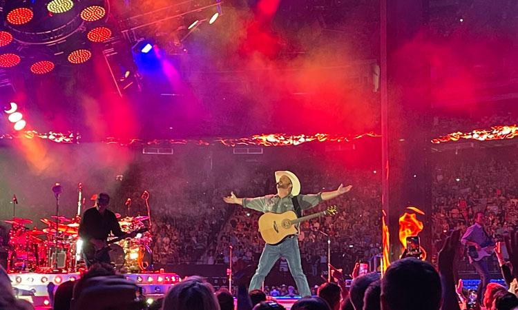 Garth Brooks & fans win big as stadium tour returns in Vegas