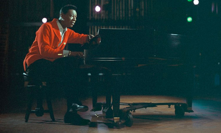 """A Sentimental Christmas with Nat """"King"""" Cole and Friends: Cole Classics Reimagined"""
