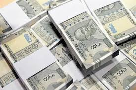 Policeman hands over bag with Rs 90,000 in cash to owner