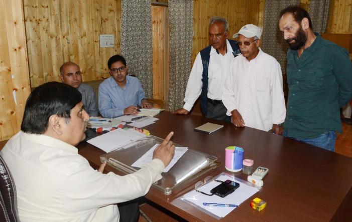 Vyas hears public grievances at Srinagar