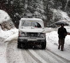 Border roads closed after fresh snowfall, rains in Kupwara areas