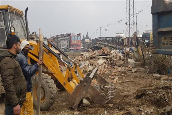3 bunkers near Amira kadal demolished, Park to be developed on land cleared