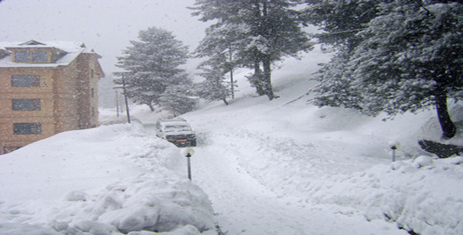 Roads closed, flights cancelled following heavy snowfall in Kashmir