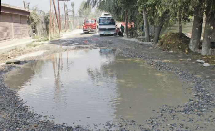 Tral- Aripal road in shambles, commuters face a tough time