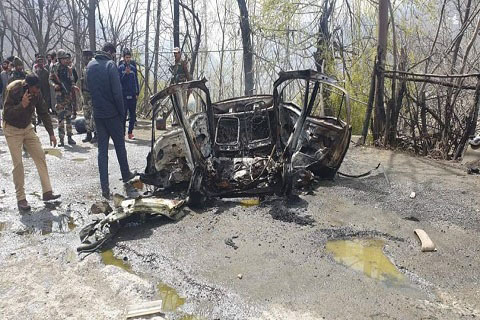 Blast in car on Srinagar-Jammu highway near Banihal