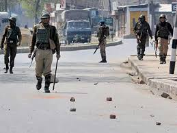 Policeman injured during clashes in Shopian