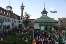 Thousands attend Urs of Hazrat Sheikh Dawood in Srinagar