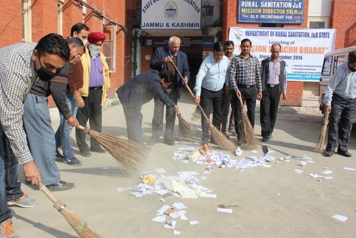 District admin Ganderbal conducts mega sanitation drive at Baltal, Sonamarg