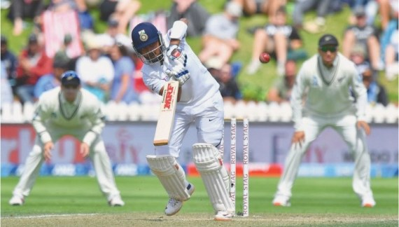 Thunderous Boult gives NZ charge against India