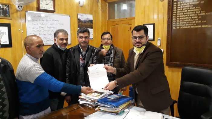 Shopian K-Oil dealers donate Rs 50,000