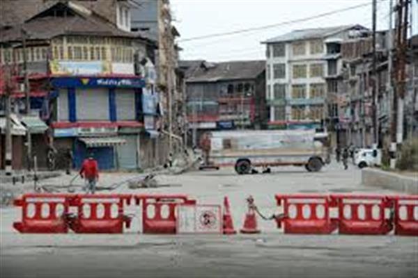 COVID-19: DDMA Srinagar issues advisory for red zones, reviews testing