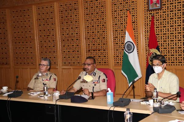 DGP Chairs Meeting of senior officers of Civil administration, Police, CAPF at PHQ Srinagar