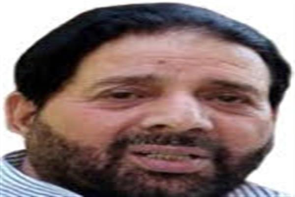 Disconnect between govt.- people deepens to an alarming level:- Hakeem Yaseen
