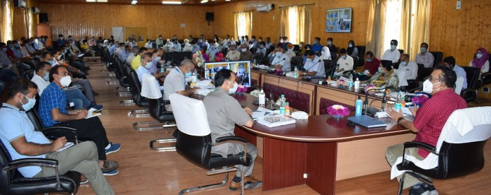 Navin Choudhary visits B'la; reviews functioning of Agriculture, allied sectors