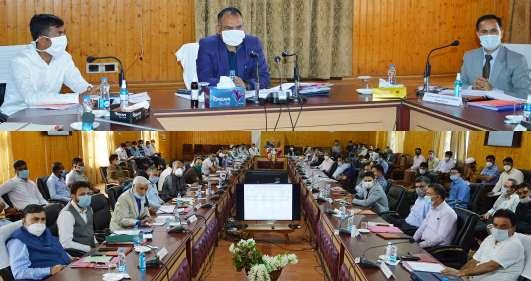 Div Com takes stock of Revenue matters of North Kashmir